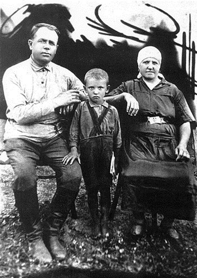 米哈伊尔·戈尔巴乔夫与外祖父、外祖母
