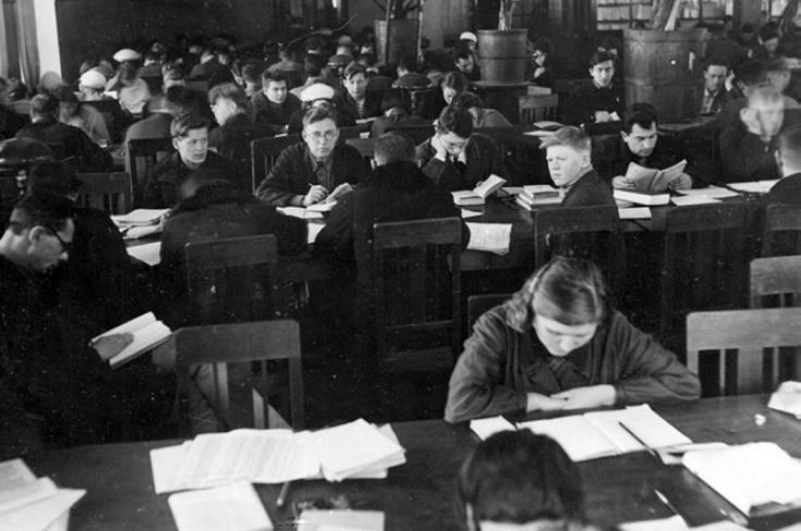 基洛夫州图书馆(1941-1945)