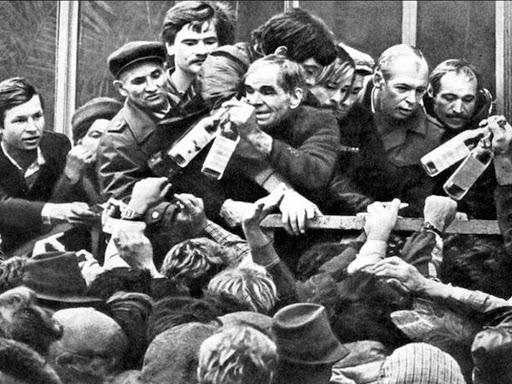 苏联人排队买酒